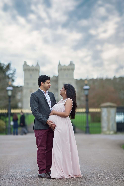 Beautiful outdoor maternity photo shoot in Windsor, Berkshire